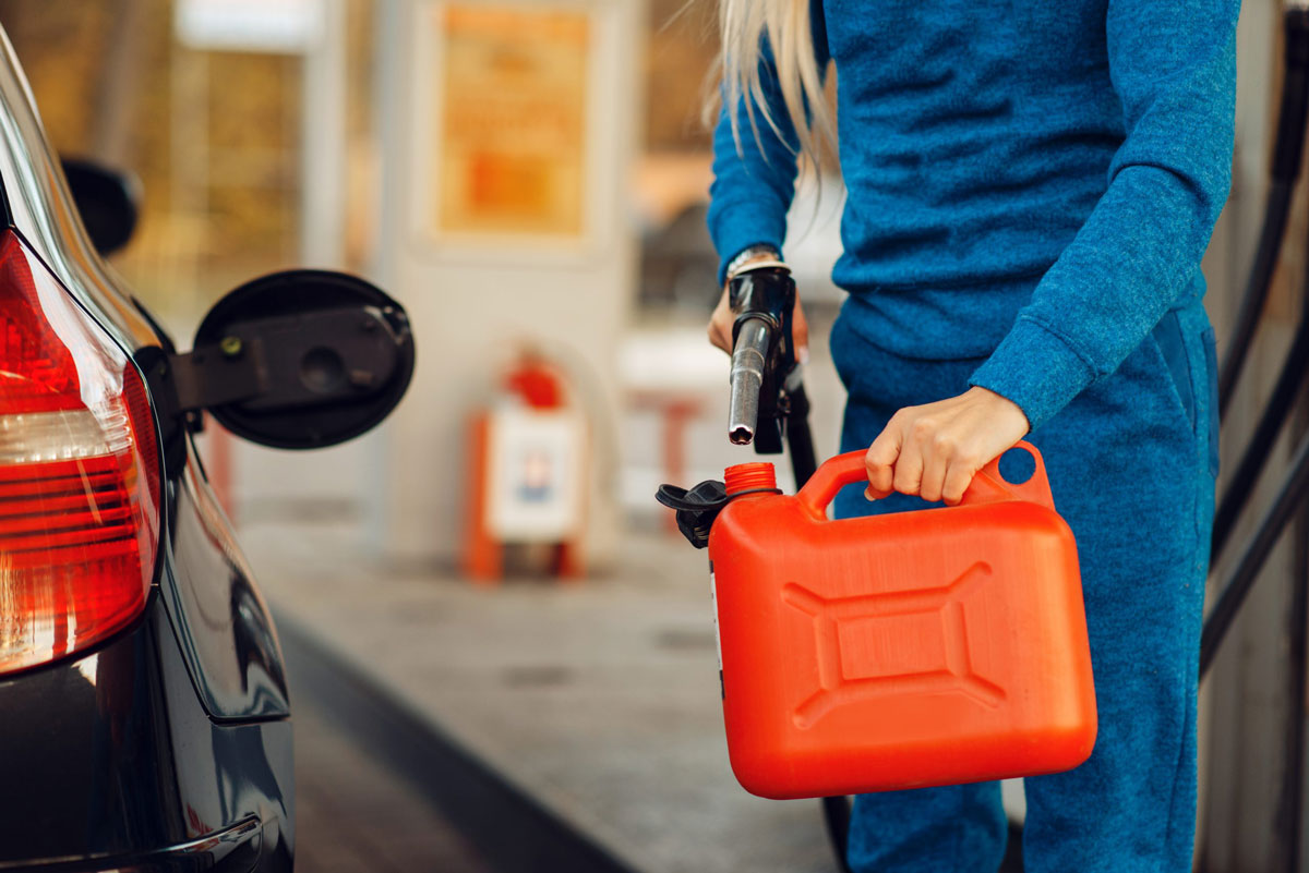 Image-fuel-safety-tips-fcusa-AdobeStock_320270757
